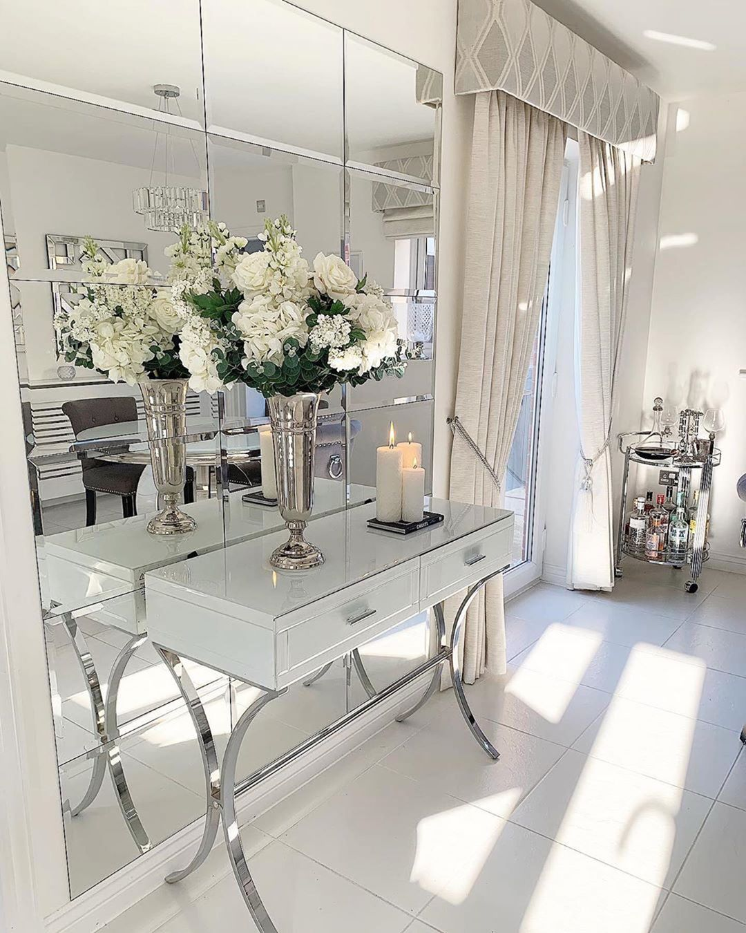 Continuing with today's mirror reflections. This gorgeous console!!! f