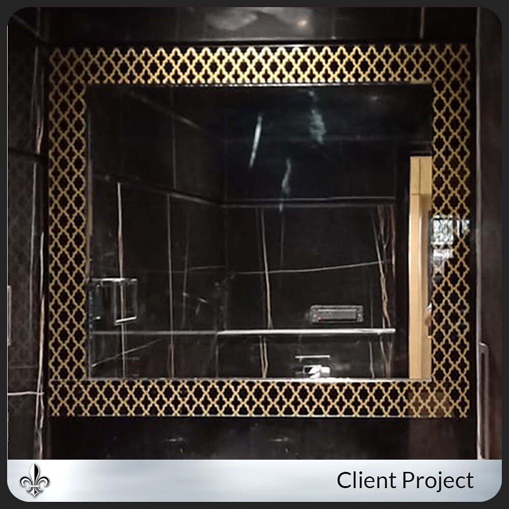 A beautifully crafted piece by the Prism Glass Studio. Designed by Gla