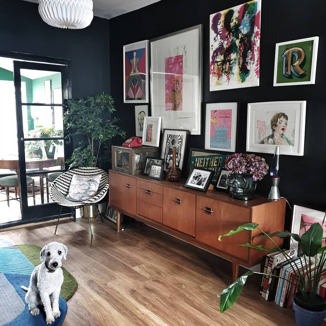 Dark walls are on trend right now. They are a very good backdrop for a