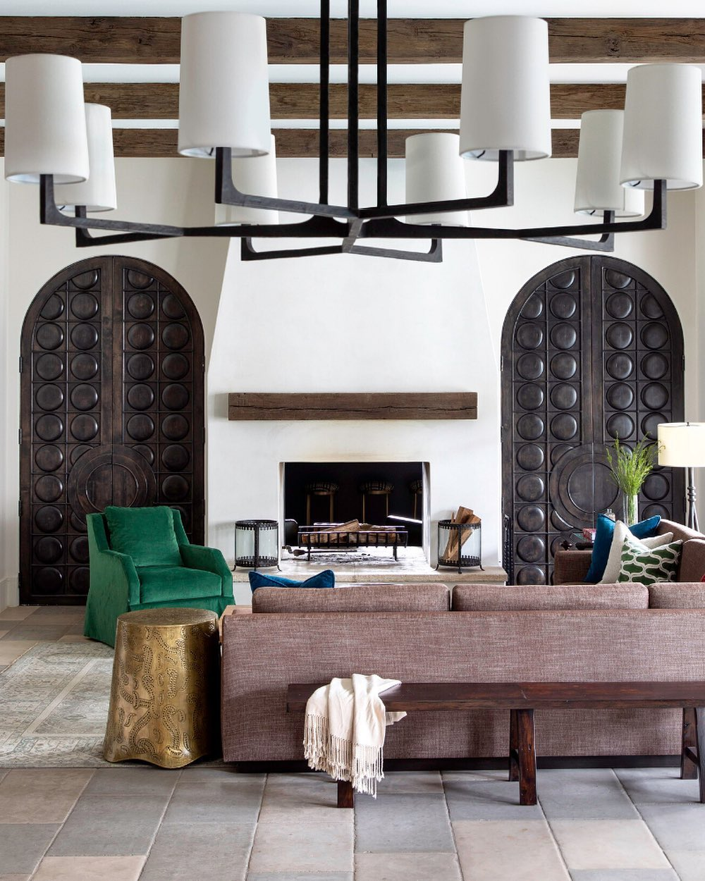 Featured in the spring issue of the living room is saturated with or